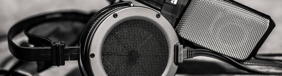 Black and White Picture of a headphone